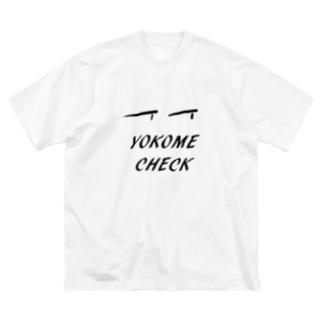 yokome check Big silhouette T-shirts