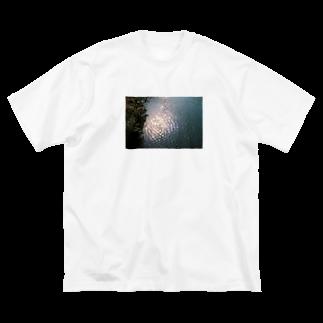 左耳の怪獣のいるところ Big silhouette T-shirts