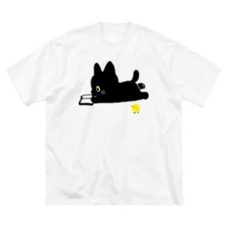 ロッタ本を読む Big silhouette T-shirts