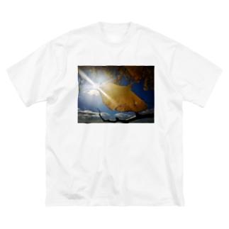 イチョウ Big silhouette T-shirts