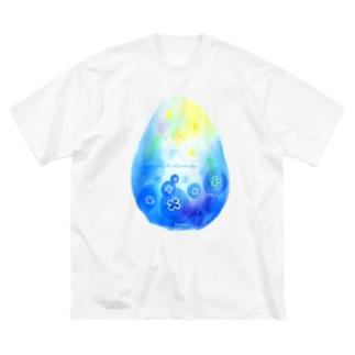 たまごの中のふわふわミズクラゲ Big silhouette T-shirts