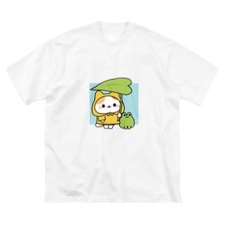 レインコートを着たネコさん Big silhouette T-shirts