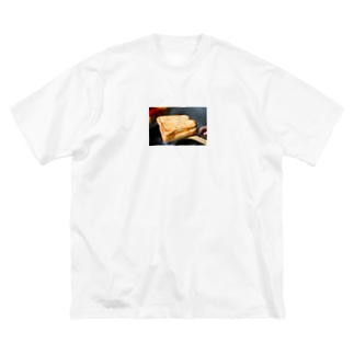 Breakfast with cheese sandwich|チーズサンドで朝食を Big silhouette T-shirts