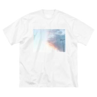 君の選ぶ道はあっち Big silhouette T-shirts