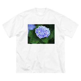 ミシンベアのブルーなアジサイ Big silhouette T-shirts