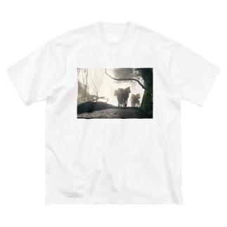 霧に包まれた秘境 Big silhouette T-shirts