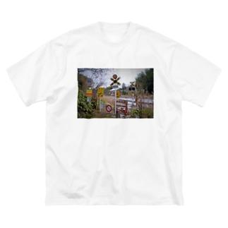 情報が多い踏切 Big silhouette T-shirts