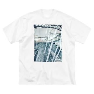 雨降り頻る駅 Big silhouette T-shirts