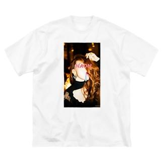 愛とNAON pink Big silhouette T-shirts