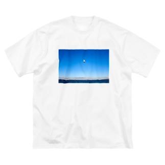 松島で飛ぶウミネコ Big silhouette T-shirts