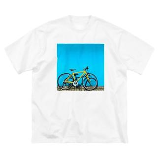 青い壁と黄色い自転車 Big silhouette T-shirts