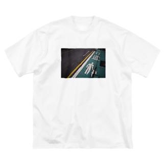 台北の道路_人行道 Big silhouette T-shirts