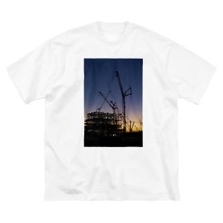 薄暮の建設現場 Big silhouette T-shirts