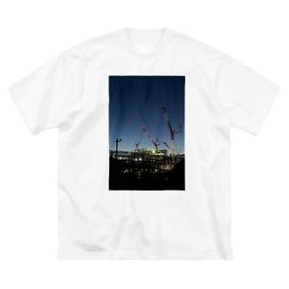 建設現場のクレーン Big silhouette T-shirts