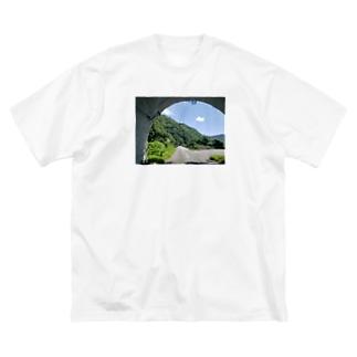トンネルを出たら Big silhouette T-shirts