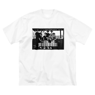 Orachin 半地下の家族 Big silhouette T-shirts