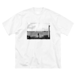 海沿い Big silhouette T-shirts