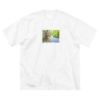 森のサイクリング Big silhouette T-shirts