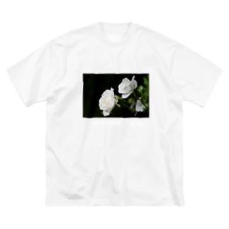 """純潔と純粋 ホワイトローズ """"innocence and purity""""  Big silhouette T-shirts"""