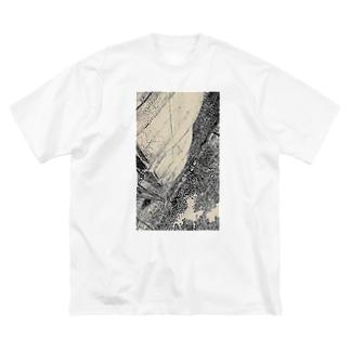 口紅の染みを  し ど ろ も ど ろ  弁解する彼氏  Big silhouette T-shirts
