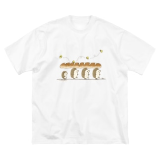 パンを運ぶよ Big silhouette T-shirts