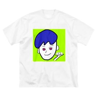 。 Big silhouette T-shirts