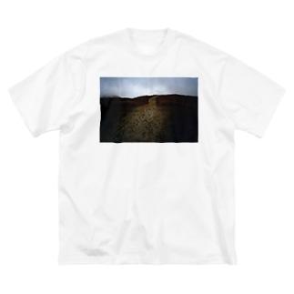 阿蘇山と足跡Tシャツ Big silhouette T-shirts