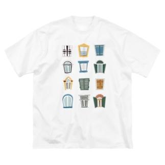 窓 まど mado Big silhouette T-shirts