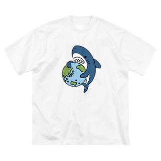 地球にやさしいサメ Big silhouette T-shirts
