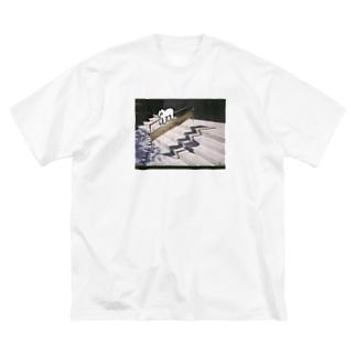 手すりをご利用ください のぶた Big silhouette T-shirts