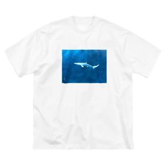ヨシキリザメ Big silhouette T-shirts
