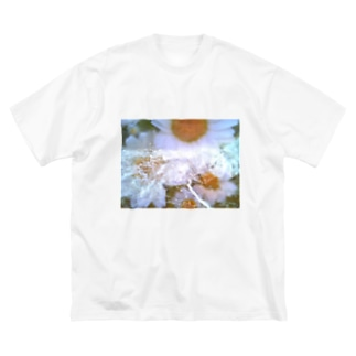 flower . toy camera Big silhouette T-shirts