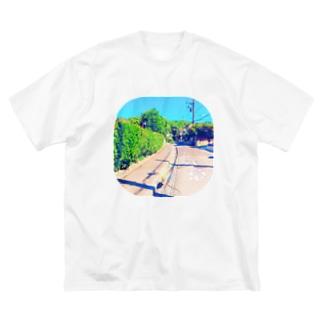 トビダシチュウイ Big silhouette T-shirts