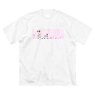 おでかけ Big silhouette T-shirts