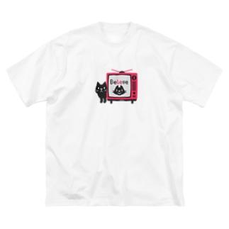 黒猫のテレビに出るにゃー*M配置 Big T-shirts