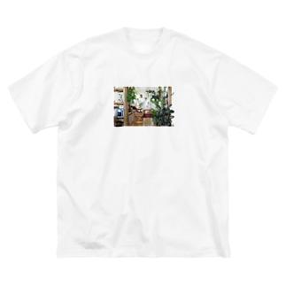 Botanical Living Room-Day-01 Big silhouette T-shirts