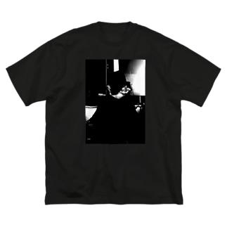 008むくみ Big silhouette T-shirts