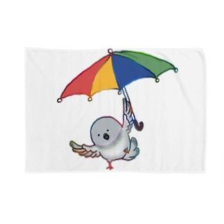 傘を使って飛ぶ鳩 Blankets