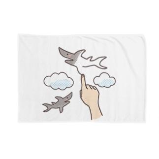 想像力が溢れてたまらない人が空に描くサメ Blankets