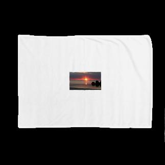 Dog_familyの夕日 Blankets