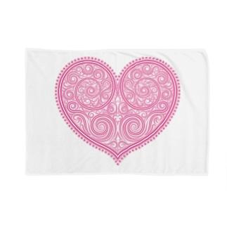 ゴージャスなアクセサリーのようなピンクのハートマーク Blankets