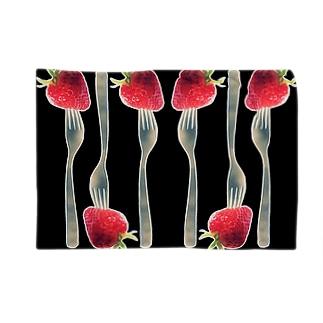 フォークで刺した苺② Blankets