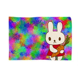 人参を持ったウサギ(レインボー) Blankets