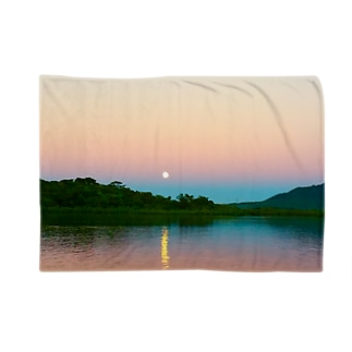 Full moon power Blankets