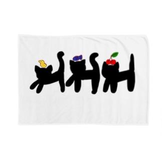 3びきのクロネコ Blankets