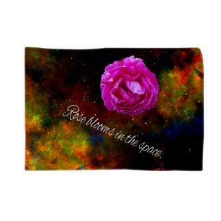 でおきしりぼ子のうちゅうのバラだ Blankets