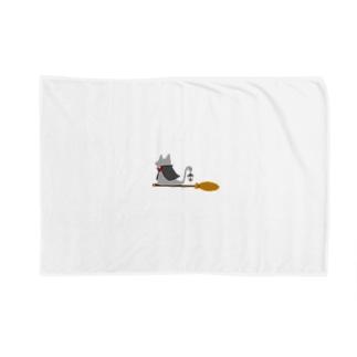 マント猫(箒ランプ) Blankets