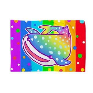 【虹色HAPPYレインボー】「にじジンベエザメ」(虹色) Blankets