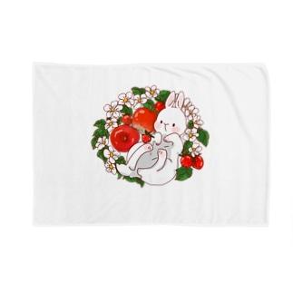 赤い果物うさぎさん Blankets