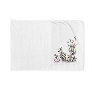 きのこと小人と時々カエル(えのき茸) Blankets